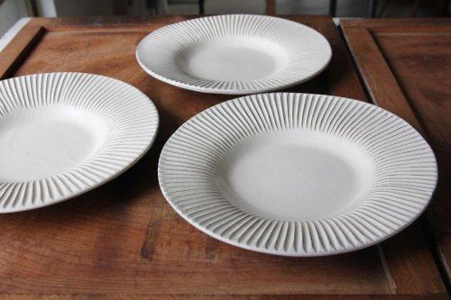 ■後藤義国:粉引しのぎリム皿 8寸