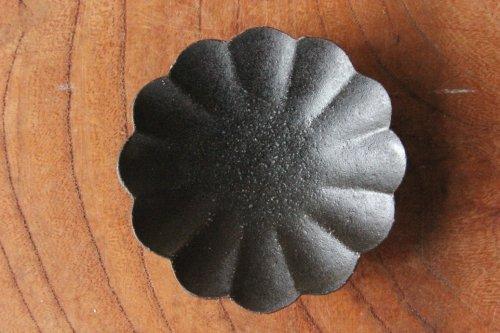 ■高島大樹:黒釉輪花豆皿