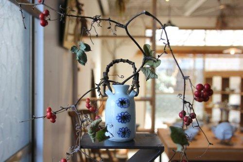 ■山口利枝:菊花ならび手付花器(かずら)