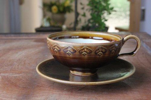 ■増渕篤宥:褐釉釉象嵌カップ&ソーサー