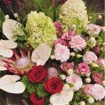 【心斎橋限定配達】《当日配達不可》FLORIST NANAおまかせフレッシュスタンド花\16.500~