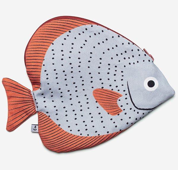 <img class='new_mark_img1' src='https://img.shop-pro.jp/img/new/icons8.gif' style='border:none;display:inline;margin:0px;padding:0px;width:auto;' />Donfisher ドンフィッシャー  ポーチ Circular Batfish