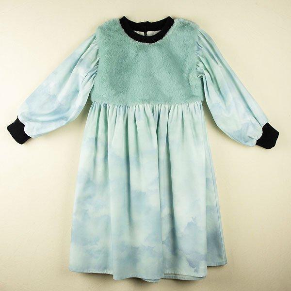 <img class='new_mark_img1' src='https://img.shop-pro.jp/img/new/icons8.gif' style='border:none;display:inline;margin:0px;padding:0px;width:auto;' />Popelin ポペリン Mod.24.2 Sky print dress with yoke 長袖ワンピース