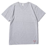<img class='new_mark_img1' src='https://img.shop-pro.jp/img/new/icons49.gif' style='border:none;display:inline;margin:0px;padding:0px;width:auto;' />CALEE - COTTON V-NECK T-SHIRT