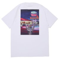 <img class='new_mark_img1' src='https://img.shop-pro.jp/img/new/icons49.gif' style='border:none;display:inline;margin:0px;padding:0px;width:auto;' />CHALLENGER - DAX TEE
