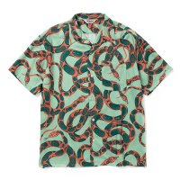 <img class='new_mark_img1' src='https://img.shop-pro.jp/img/new/icons49.gif' style='border:none;display:inline;margin:0px;padding:0px;width:auto;' />CALEE -  Allover snake pattern S/S shirt