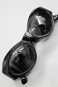 <img class='new_mark_img1' src='https://img.shop-pro.jp/img/new/icons16.gif' style='border:none;display:inline;margin:0px;padding:0px;width:auto;' />VINTAGE VERSACE SUNGLASS MOD.T74【BLK/GLD】