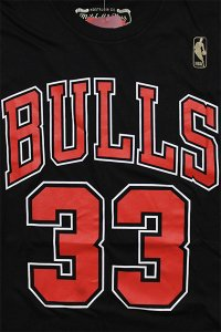 <img class='new_mark_img1' src='https://img.shop-pro.jp/img/new/icons16.gif' style='border:none;display:inline;margin:0px;padding:0px;width:auto;' />MITCHELL&NESS BULLS PIPPEN S/S TEE【BLK/RED】