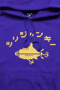 <img class='new_mark_img1' src='https://img.shop-pro.jp/img/new/icons16.gif' style='border:none;display:inline;margin:0px;padding:0px;width:auto;' />ツリジャンキー BITMAP HOODIE 【PUR/YEL】