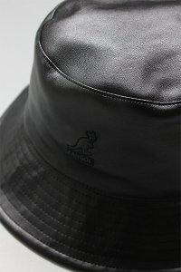 KANGOL FAUX LEATHER BUCKET HAT【BLK】
