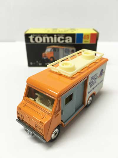 トミカ NO.49 いすゞ エルフ ハイルーフ 黒箱