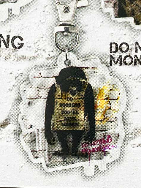 タカラトミーアーツ BANKSY'S GRAFFITI アクリルキーホルダー DO NOTHING MONKEY SIGN バンクシー TC01028
