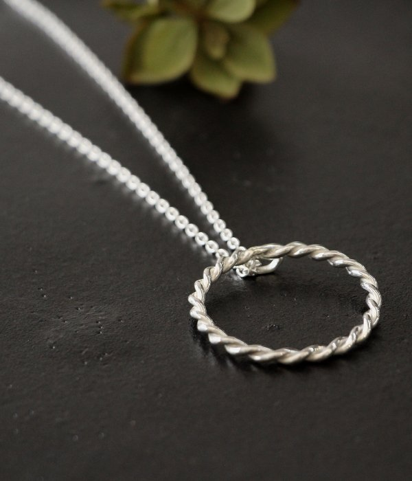 <img class='new_mark_img1' src='https://img.shop-pro.jp/img/new/icons5.gif' style='border:none;display:inline;margin:0px;padding:0px;width:auto;' />【maruco】 maru  TWIST NECKLACE