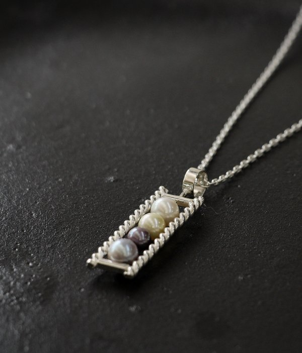 <img class='new_mark_img1' src='https://img.shop-pro.jp/img/new/icons5.gif' style='border:none;display:inline;margin:0px;padding:0px;width:auto;' />【maruco】 4pearl NECKLACE
