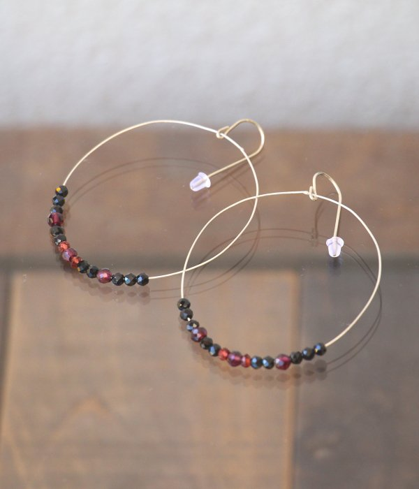 <img class='new_mark_img1' src='https://img.shop-pro.jp/img/new/icons5.gif' style='border:none;display:inline;margin:0px;padding:0px;width:auto;' />【maruco Wire Line】 BLACKSPINEL PIERCED EARRINGS