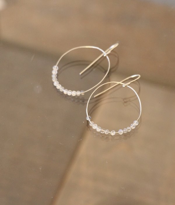 <img class='new_mark_img1' src='https://img.shop-pro.jp/img/new/icons5.gif' style='border:none;display:inline;margin:0px;padding:0px;width:auto;' />【maruco Wire Line】 MOONSTONE PIERCED EARRINGS
