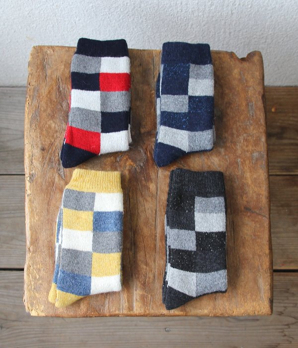 <img class='new_mark_img1' src='https://img.shop-pro.jp/img/new/icons5.gif' style='border:none;display:inline;margin:0px;padding:0px;width:auto;' />H FOOTWEAR  WOOL CARREAUX