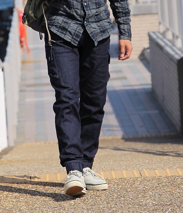 <img class='new_mark_img1' src='https://img.shop-pro.jp/img/new/icons5.gif' style='border:none;display:inline;margin:0px;padding:0px;width:auto;' />STRETCH DENIM SIDE POCKET EASY PANTS