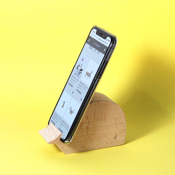 149600166 KIKKERLAND / Beechwood Phone Stand - Whale ビーチウッドフォンスタンド ホエール 02