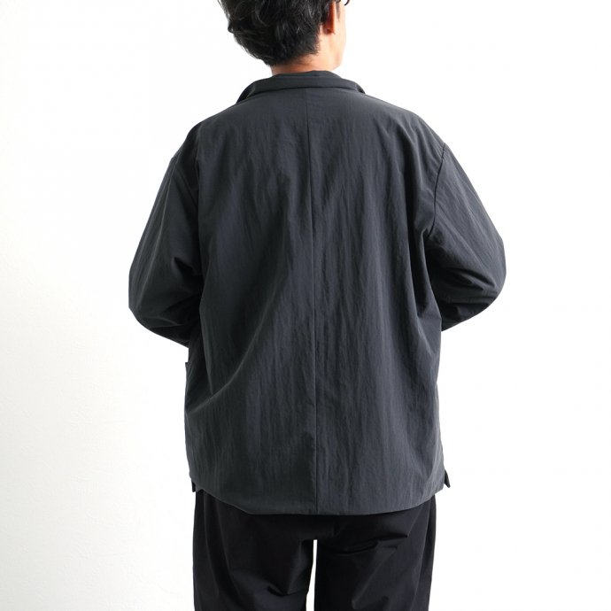 162988409 STILL BY HAND / BL02213 塩縮ナイロン カバーオールジャケット - Ink Black<img class='new_mark_img2' src='https://img.shop-pro.jp/img/new/icons47.gif' style='border:none;display:inline;margin:0px;padding:0px;width:auto;' /> 02