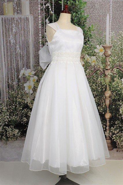 シンプルな白ドレス