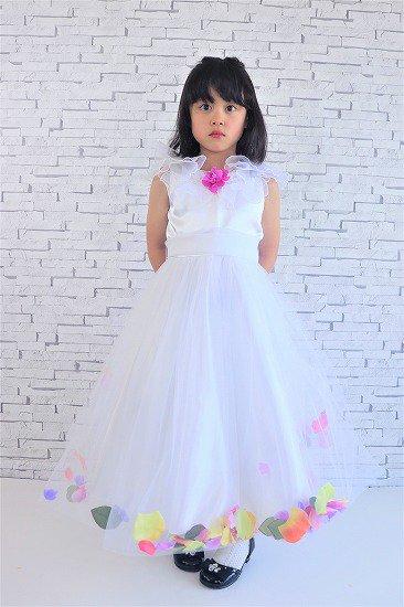 花びらの白い子供ドレス