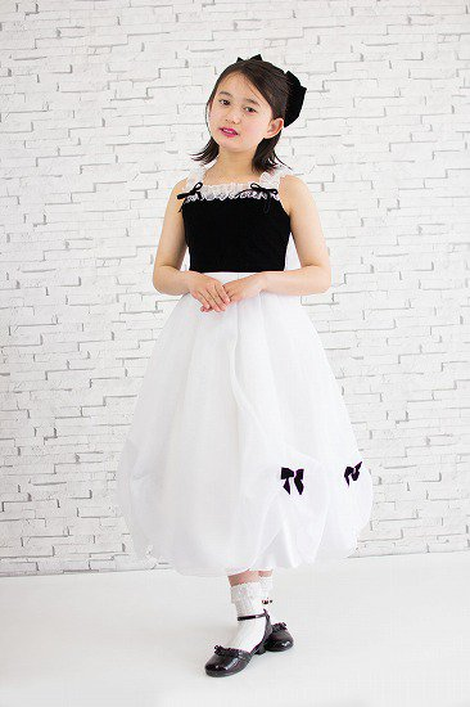 黒ベルベットと白スカート肩ひもドレス