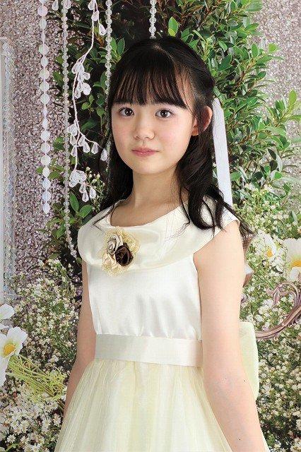 【アウトレットドレス】オフホワイトの上品な子供ドレス。