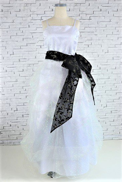 キラキラチュールの豪華なふんわり白いドレス
