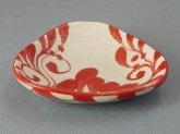 赤絵唐草 三角豆皿