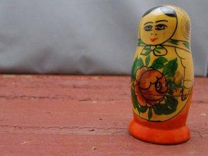 ビンテージ お花と渦巻き 小ぶりなマトリョーシカ ボトムオリジナルシール付・VINTAGE OLD Matyoshka Russian nesting doll