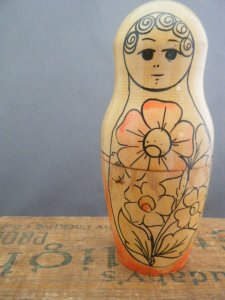 ヴィンテージ スリムなフラワーマトリョーシカ  中・VINTAGE OLD Matyoshka Russian nesting doll