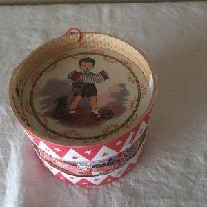 ポルトガル 老舗玩具店 昔ながらのハンドメイド おもちゃの小太鼓 お人形のディスプレー用品