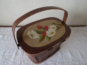 USA いちごトールペイント木の蓋つきカゴバッグ 小さめ バスケット カゴ バッグ vintage strawberry wooden bag small