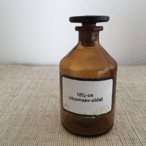 ハンガリー 医療系 薬瓶 小 4 hungary medicine bottle brown small