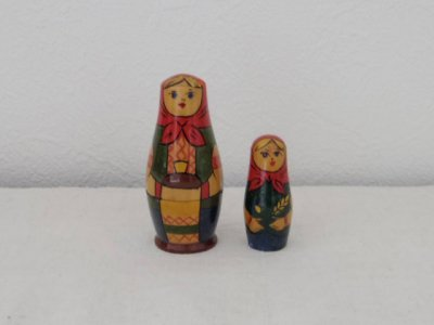 ヴィンテージ 民族衣装を着た姉妹・VINTAGE OLD Matryoshka Russian nesting doll costume