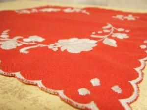 ハンガリー蚤の市アンティークパプリカレッドのハンカチ・Antique handkerchief embroidery Hungary