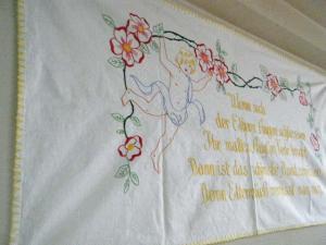 天使の刺繍ハンドメイドタペストリー ドイツ・angel handmade embroidery tapestry germany