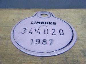 ドイツ蚤の市  ベルギー Limburg メタルプレートタグ紫 1987 344020・VINTAGE metal plate tag Belgium