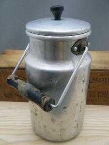ハンガリー蚤の市 シンプルなアルミのミルクボトル・ANTIQUE VINTAGE OLD almium milk bottle