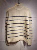 <img class='new_mark_img1' src='https://img.shop-pro.jp/img/new/icons15.gif' style='border:none;display:inline;margin:0px;padding:0px;width:auto;' />BUENAVISTA<BR> HIGH NECKED KNIT(WHITE STRIPE)