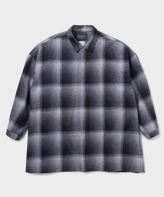 <img class='new_mark_img1' src='https://img.shop-pro.jp/img/new/icons35.gif' style='border:none;display:inline;margin:0px;padding:0px;width:auto;' />DELUXE <BR>DELUXE×PENDLETON PONCHO(BLACK)