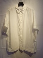 <img class='new_mark_img1' src='https://img.shop-pro.jp/img/new/icons15.gif' style='border:none;display:inline;margin:0px;padding:0px;width:auto;' />MARKA <BR>ORGANIC COTTON BROAD WIDE SHIRT(WHITE)