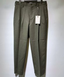 <img class='new_mark_img1' src='https://img.shop-pro.jp/img/new/icons15.gif' style='border:none;display:inline;margin:0px;padding:0px;width:auto;' />marka <BR>2TUCK COCOON FIT TROUSERS - 2/48 WOOL SOFT SERGE - (TOP OLIVE)