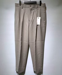 <img class='new_mark_img1' src='https://img.shop-pro.jp/img/new/icons15.gif' style='border:none;display:inline;margin:0px;padding:0px;width:auto;' />marka <BR>2TUCK COCOON FIT TROUSERS - 2/48 WOOL SOFT SERGE - (GRAYGE)