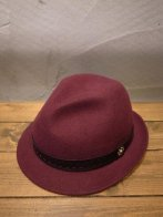 <img class='new_mark_img1' src='https://img.shop-pro.jp/img/new/icons15.gif' style='border:none;display:inline;margin:0px;padding:0px;width:auto;' />CALEE<BR> WOOL HAT(EMBOSSING LEAHTER TAPE)