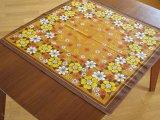 テーブルクロス 黄色と白のお花