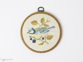刺繍の壁掛け ブルーの鳥 14.5cm
