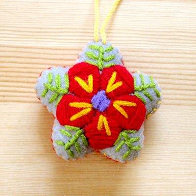 メキシコ 刺繍フラワーチャームS(グレー)