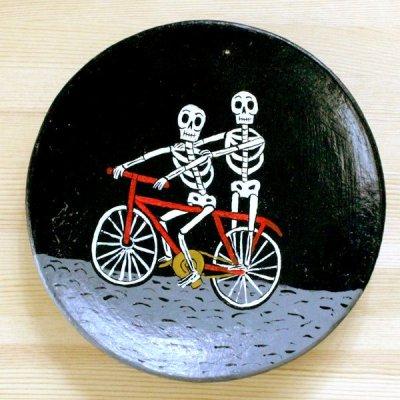 メキシコ 陶器飾り皿ガイコツL(自転車)